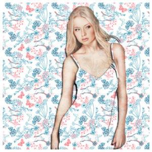 Allover-Kollage Wäsche DOB Frau im Nachthemd verschmilzt mit Background