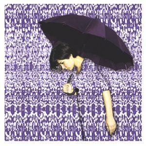 Textilgrafik-DOB-Frau mit Regenschirm verschmilzt mit gemustertem Hintergrund