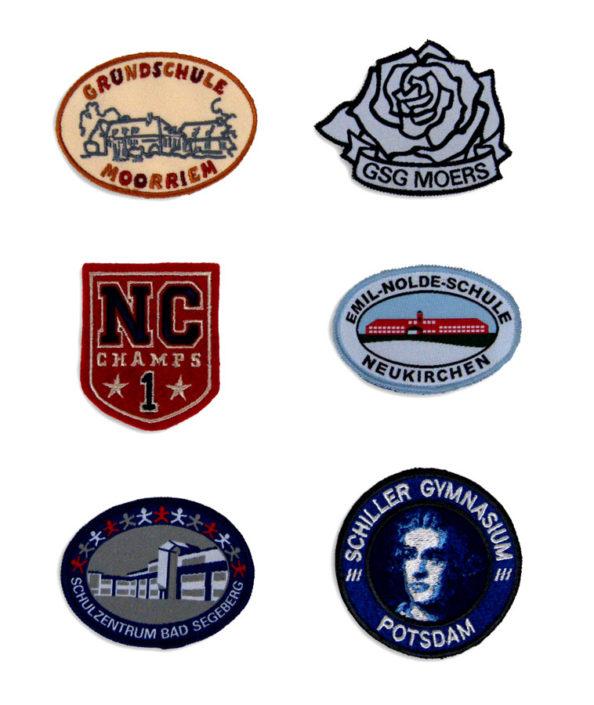 Photo bestickter Badges mit Logos von Schulen