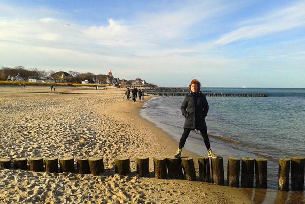 Freelance Textildesignerin auf Buhnen an der Ostsee